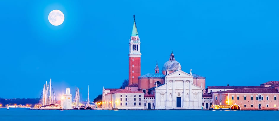 We deliver premium and luxury airport transfers services in Venice